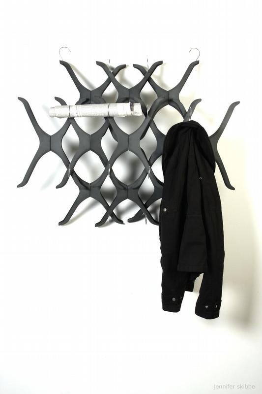 idw bild zu applaus f r trash design garderobe aus kleiderb geln. Black Bedroom Furniture Sets. Home Design Ideas