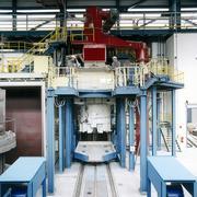 Das Besondere an der neuen Nickellegierung der ThyssenKrupp VDM:  Er wird im Vakuum erschmolzen, hier im VIM (Vacuum Induction  Melting)-Ofen in Unna. Foto: ThyssenKrupp