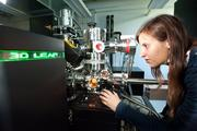The graduate student Isabella Schramm benefits from the atom probe tomography in Saarbrucken.