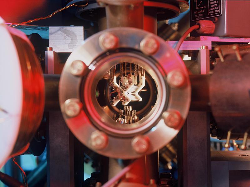Blick in eine Ionenfalle Foto: C. Lackner/IQOQI