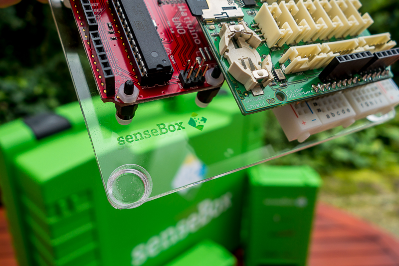 The green SenseBox contains components with which anyone can construct a measuring station.