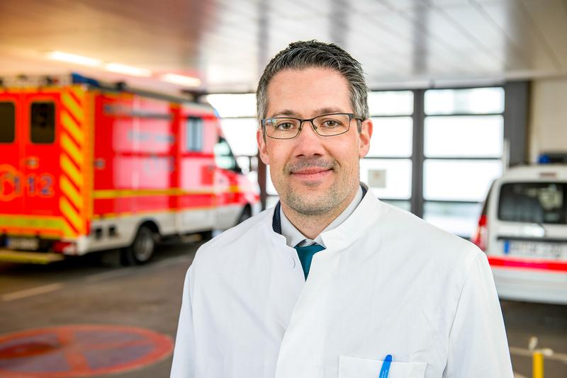 Notfall stoppen: PD Dr. Markus Bleckwenn vom Institut für Hausarztmedizin am Bonner Uni-Klinikum untersuchte Möglichkeiten der kardiovaskulären Prävention in der Hausarzt;