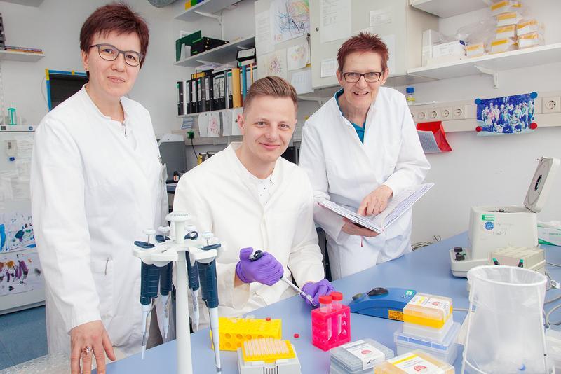 Professorin Dr. Faikah Güler, Doktorand Kirill Kreimann und die Technische Assistentin Herle Chlebusch (von links)