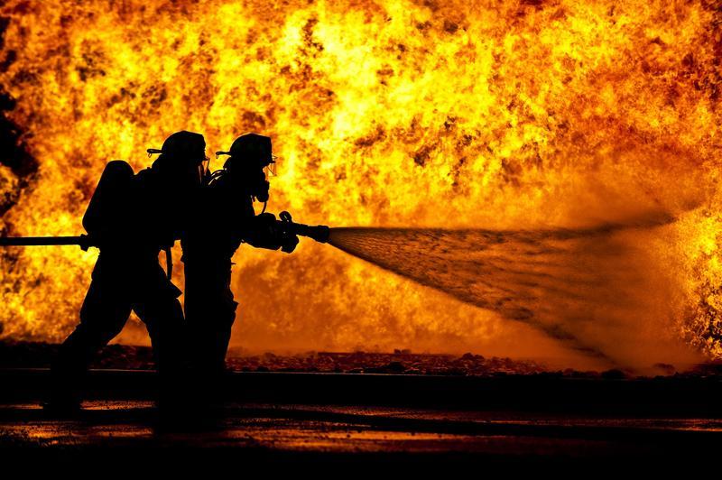 Feuerwehrleute können Dampfverbrennungen durch ihren eigenen Schweiss erleiden.
