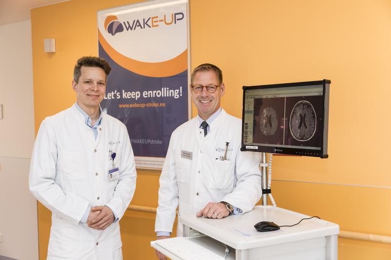 Prof. Dr. Götz Thomalla (l.), Erstautor der Studie und Leitender Oberarzt in der Klinik für Neurologie des UKE (l.); Prof. Dr. Christian Gerloff, Direktor der Klinik für Neurologie des UKE (r.)