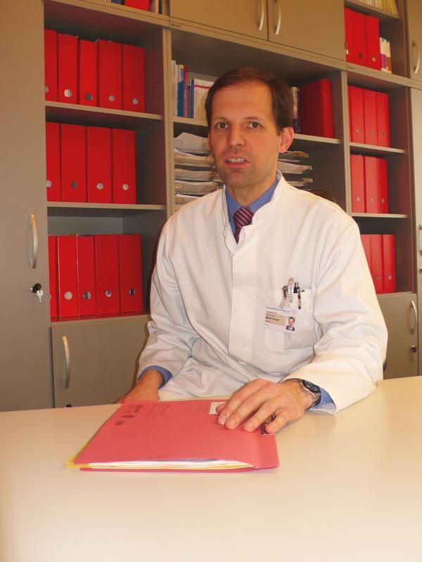 Prof. Dr. med. Martin Aringer, Leiter des Bereichs Rheumatologie der Medizinischen Klinik und Poliklinik III des Uniklinikums Dresden.