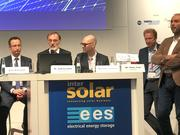 Diskussion mit Rene Battistutti (Energetica Industries), Dr. Andreas Bett (Fraunhofer ISE), Michael Schmela (SolarPower), Dr. Jochen Rentsch (Fraunhofer ISE) und Dr. Peter Fath (RCT Solutions).