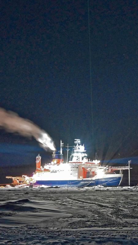 RV Polarstern with the green lidar beam during MOSAiC expedition in the central Arctic.