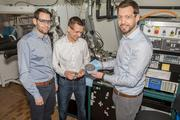 The research project is coordinated by Ruben-Simon Kühnel, Stephan Fahlbusch and Corsin Battaglia (right). Battaglia is head of the laboratory Materials for Energy Conversion at Empa.