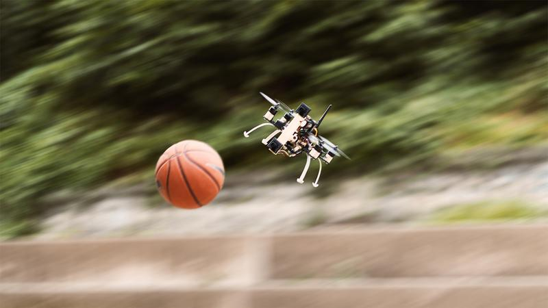 The drone is able to successfully dodge - even if the ball is approaching it from a distance of three meters at 10 m/s.