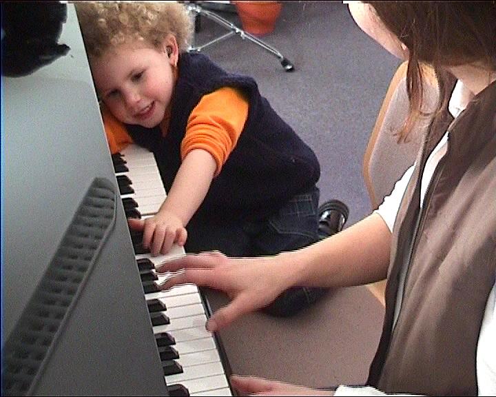 Für musiktherapie liegt in der arbeit mit autistischen kindern