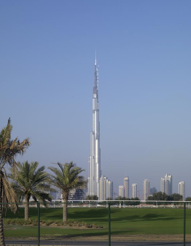 Das höchste gebäude der welt, der burj-tower in dubai, wird nun