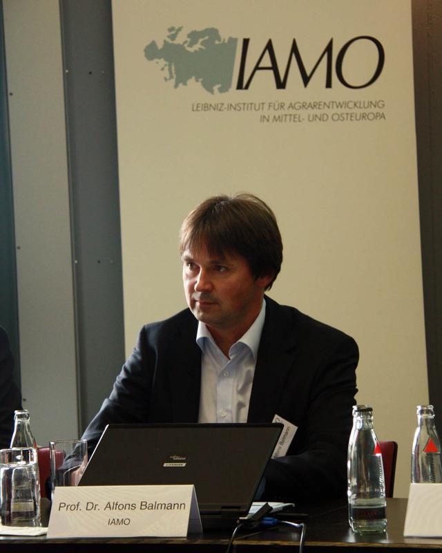 Bildergebnis für IAMO-Direktor Alfons Balmann