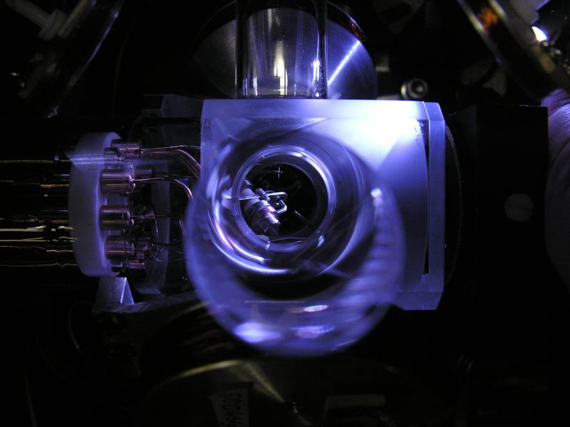 Weltweit genaueste optische Einzelionen-Uhr