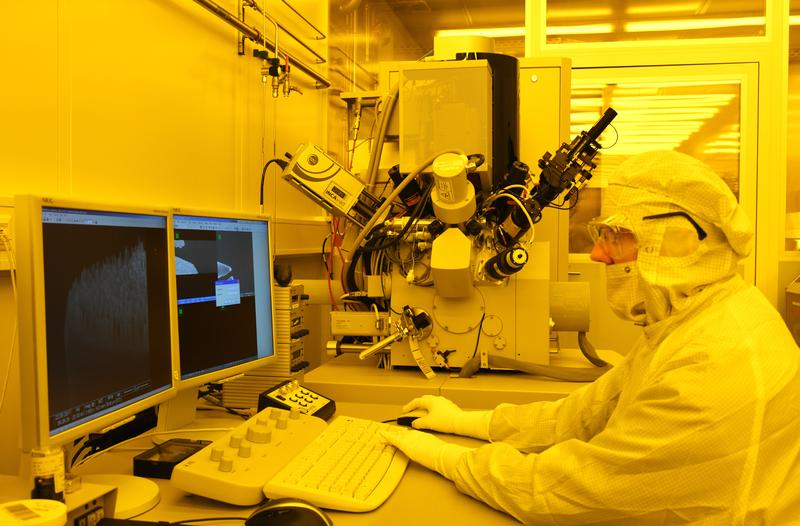 New medical implants, super elastic metals, extreme sensitive sensors: The clean room of Kiel Nano Lab at the Faculty of Engineering is the fundamental basics for new materials and applications.
