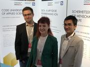 l.-r. Nicklas Linz, Julia Masloh, and Ho Minh Duy Nguyen from ki elements at the award ceremony..