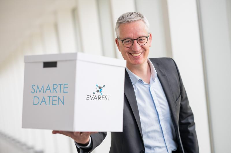 Smart data packages are providing food producers with greater insight, making production greener and more cost-efficient, but also generating new revenue streams – all thanks to a platform currently being developed by a research team led by Wolfgang Maaß.